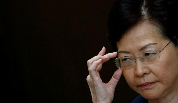 Hong Kong lideri konuştu: Kenti uçuruma atmayın