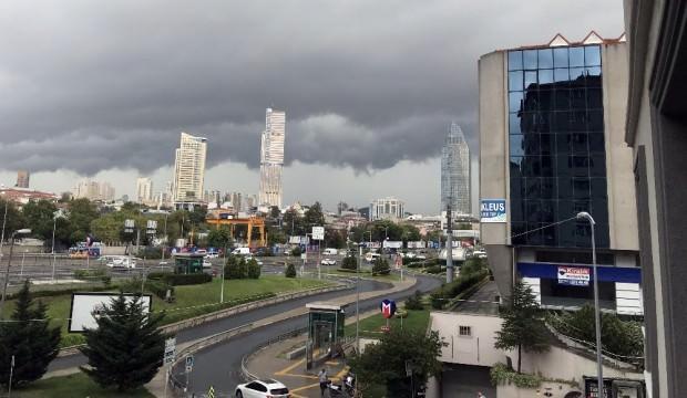İstanbul kara bulutlarla kaplandı