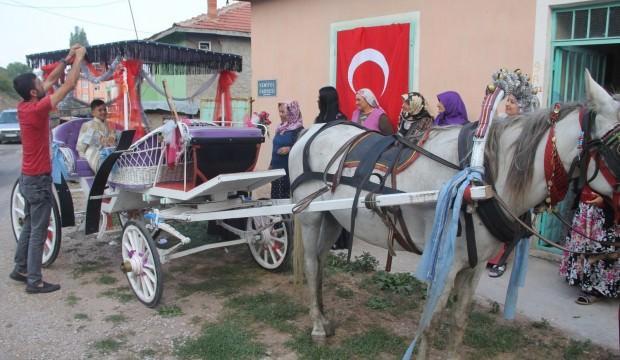Köydeki sünnet düğününde fayton sefası