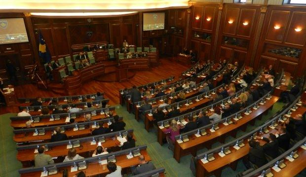 Siyasi kriz sürüyor! Meclisi feshettiler