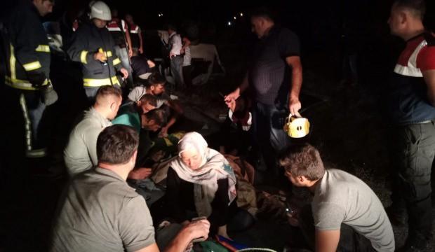 Van'da minibüs devrildi: Çok sayıda yaralı var
