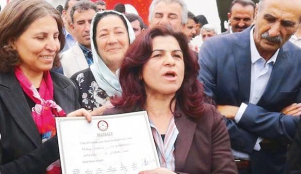 Şehit yakınlarını çıkarıp PKK'lıları aldı