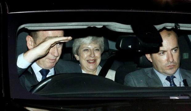 Brexit arifesi dünya Theresa May'i konuşuyor
