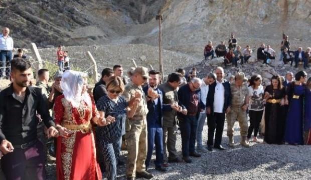 Generaller, şehit oğlunun düğününe eşleriyle birlikte katıldı
