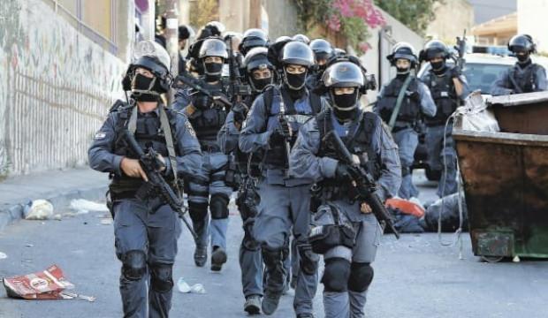 İsrail polisi Filistinli aileye saldırdı