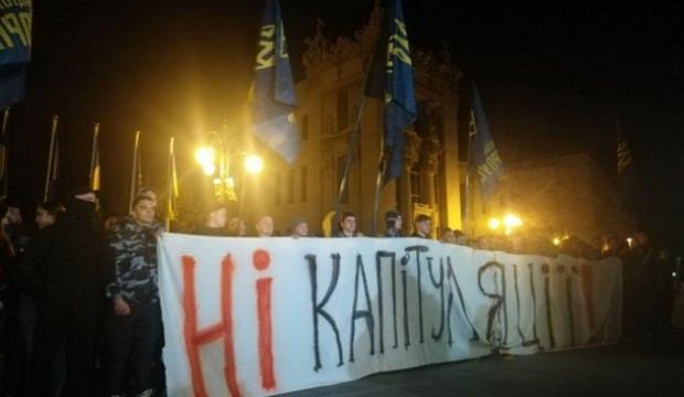Zelenskiy, Donbass'a 'özel statü' teklifini onayladı, Kiev karıştı