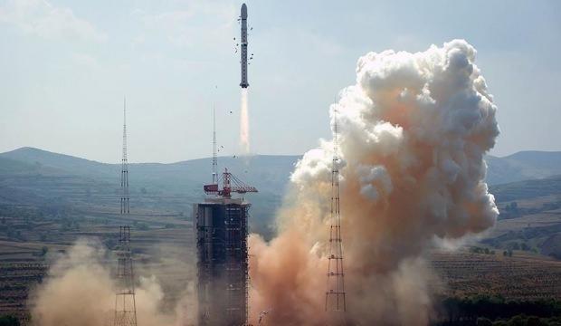 Çin uzaya uydu fırlattı!