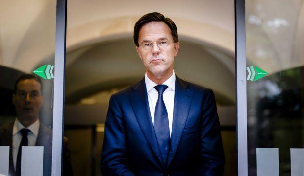 Hollanda'da koalisyon hükümeti çoğunluğu kaybetti