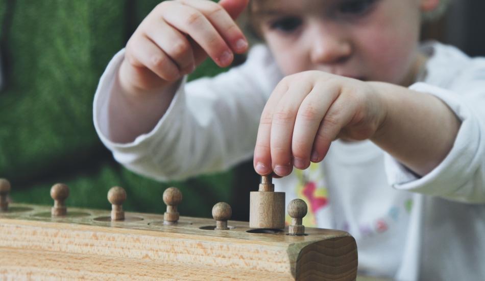 Montessori Eğitimi nedir? Çocukların duyularını geliştiren 29 eğitici materyal