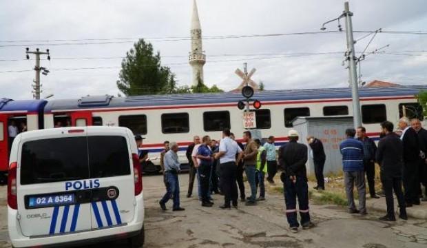 Tren yolundan geçmeye çalışan kadının feci ölümü