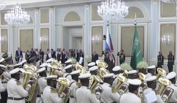 S. Arabistan askeri bandosu Putin'i şaşkına çevirdi!
