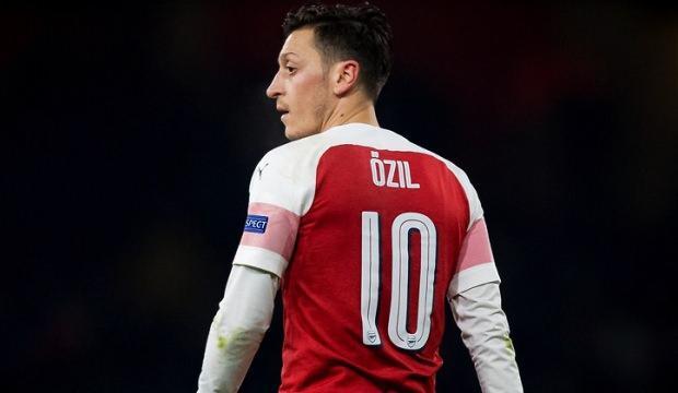 Mesut Özil'den evde kalanlara davetiye!