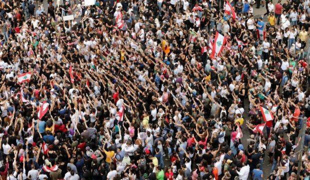 Hariri'nin istifasına rağmen protestolar sürüyor!