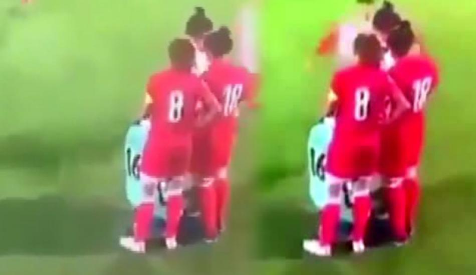 Maç sırasında başörtüsü açılan futbolcuya rakiplerinden büyük destek!