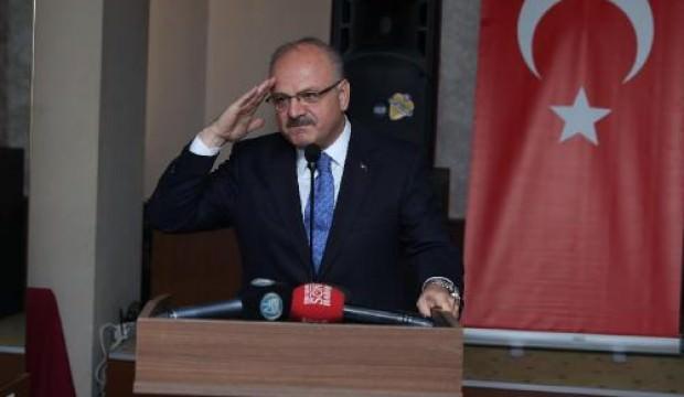 Vali Çakacak'tan Mehmetçiğe asker selamıyla destek