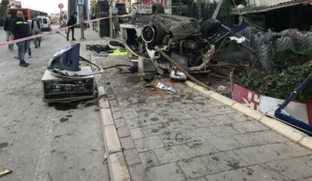 İzmir'de feci kaza: 2 ölü, 1 yaralı