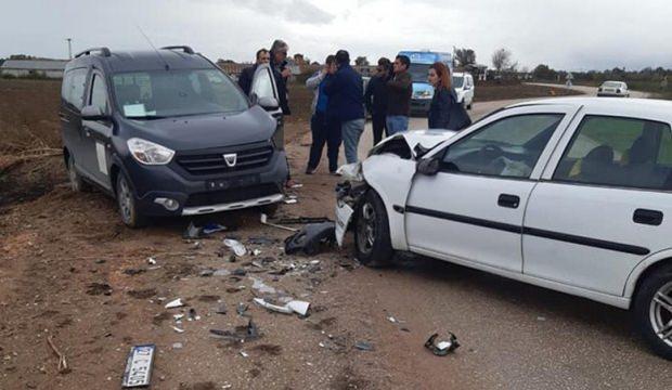 Kamu görevlerini taşıyan araç kaza yaptı: 1 yaralı