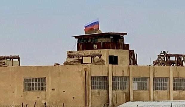 Bölgeden sıcak görüntüler! Rusya girip bayrak çekti