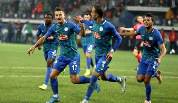 10 kişi oynayan Rizespor, Antalya'yı devirdi!