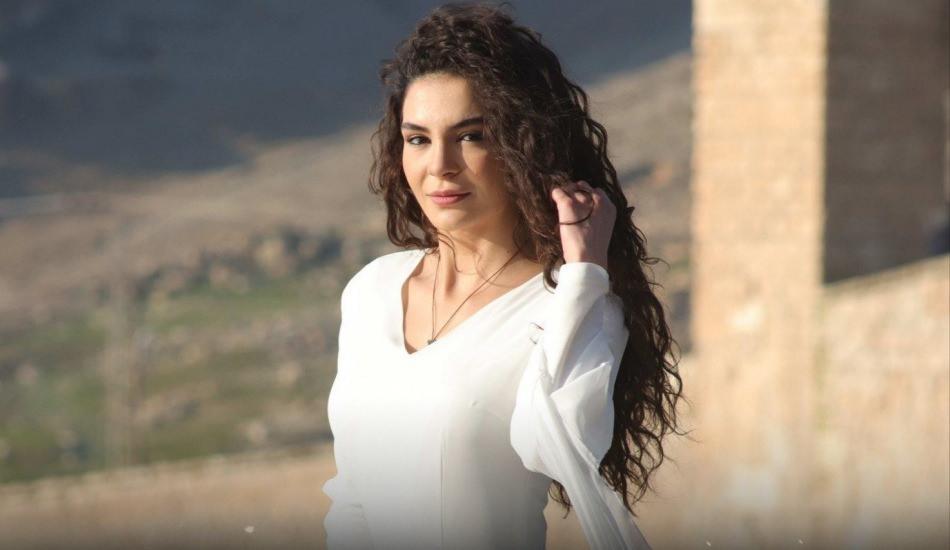Hercai'nin Reyyan'ı Ebru Şahin türkü söyledi! Ağızları açık bıraktı...