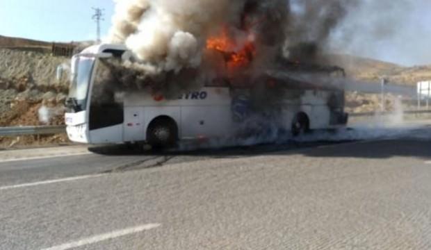 Otobüs seyir halindeyken yandı