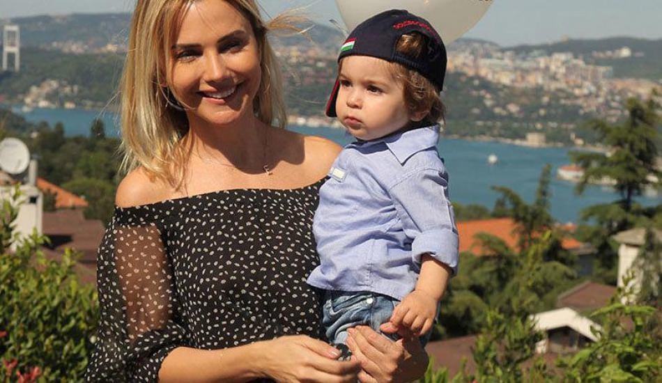 Sunucu Ece Erken ve oğlu Eymen'den yeni poz!