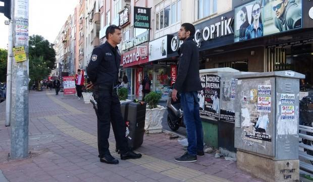 Ayakta böyle bekliyordu, tepki vermeyince polis harekete geçti!