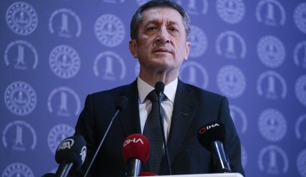 Bakan Selçuk, Barış Manço'nun izin belgesini paylaştı