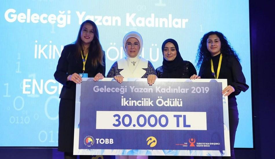 Geleceği Yazan Kadınlar'ın ödülleri Emine Erdoğan'dan