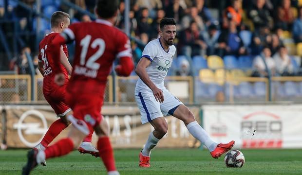 Menemenspor Balıkesirspor'u tek golle geçti