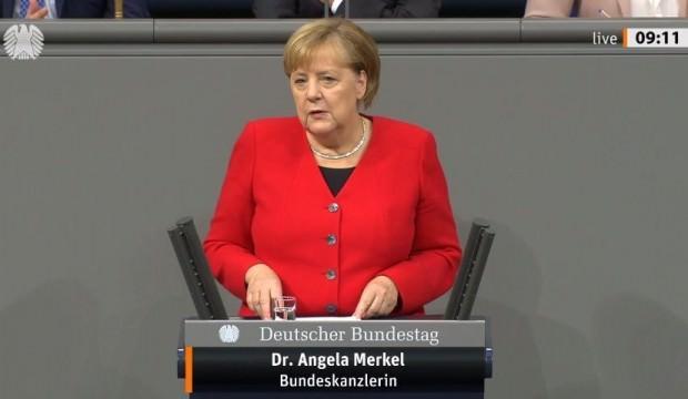 Merkel Auschwitz'i ilk kez ziyaret etti!