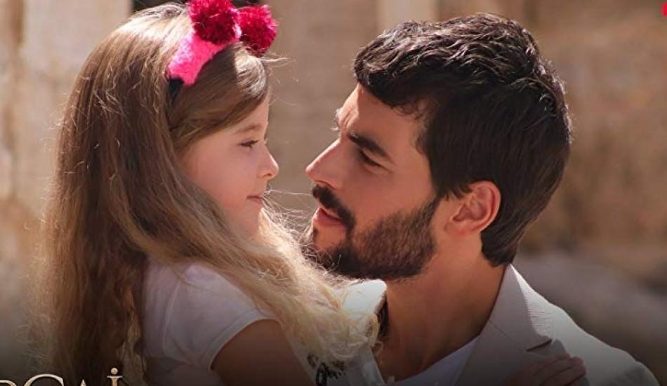 Akın Akınözü'nden Ebrar Alya Demirbilek ile yeni poz!