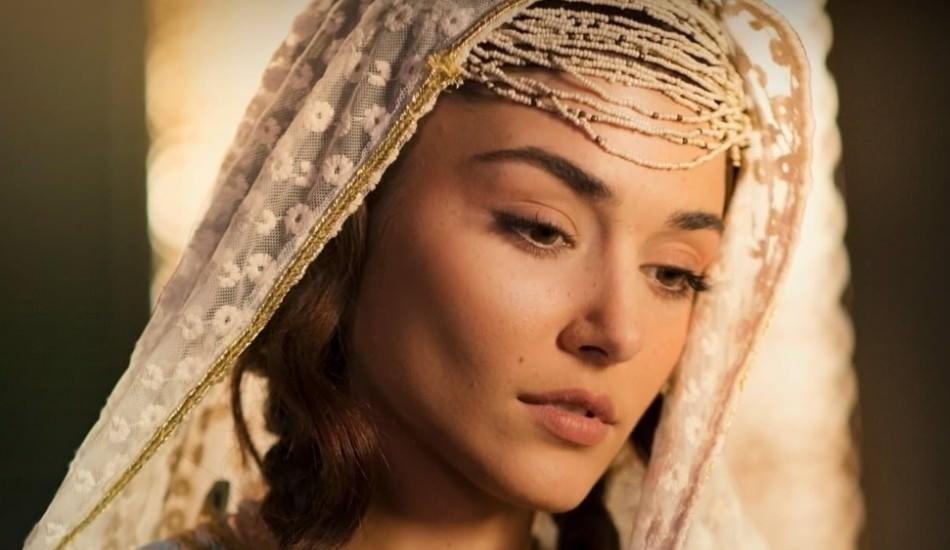 'Mevlana' konulu Mest-i Aşk filmi oyuncularından Hande Erçel'den çarpıcı kareler!