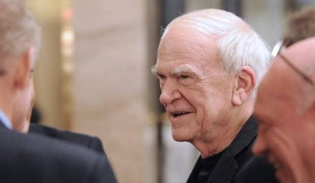 Milan Kundera'ya 40 yıl sonra vatandaşlığı geri verildi