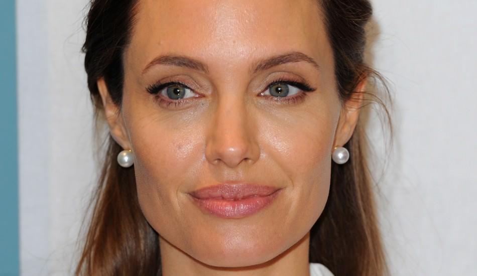 Angeline Jolie ile ilgili tüm dünyayı şok eden suçlama!