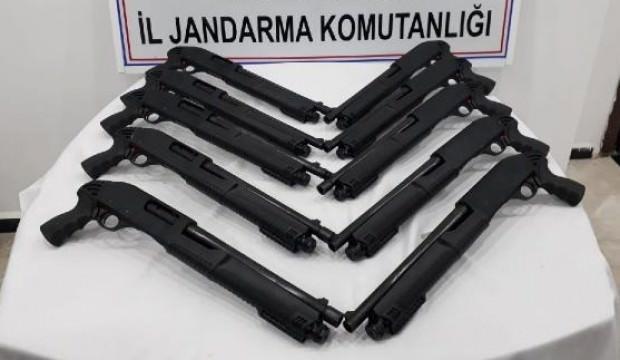 Ruhsatsız 10 pompalı tüfekle yakalandı