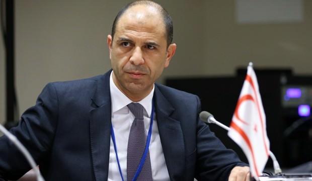 KKTC Dışişleri Bakanı'ndan Yunan gazeteciye tokat gibi cevap!