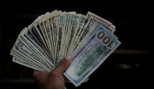 Dolar dondu kaldı