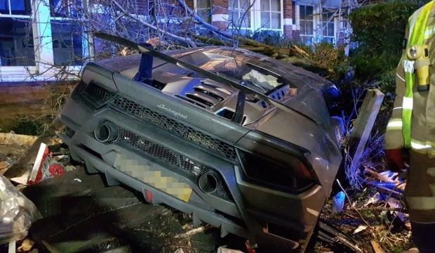 Ünlü futbolcu Lamborghini aracıyla kaza yaptı
