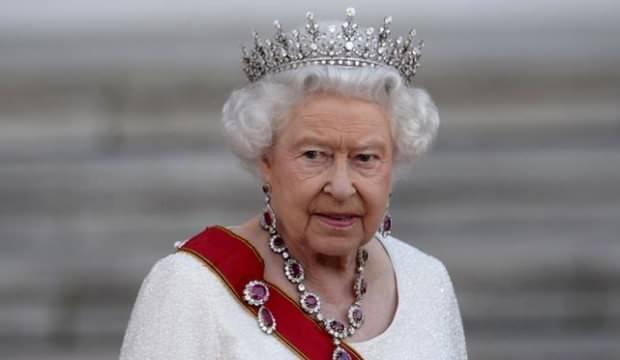 Kraliçe Elizabeth'e bir şok daha! Oğlunu alıp ülkeyi terk etti