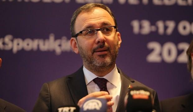 Bakan Kasapoğlu'ndan Yunus Mallı'ya geçmiş olsun telefonu