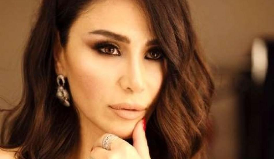Şarkıcı Betül Demir 39 derece ateşle konserde!