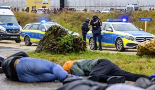 Almanya'da kanlı saldırı! Çok sayıda ölü var