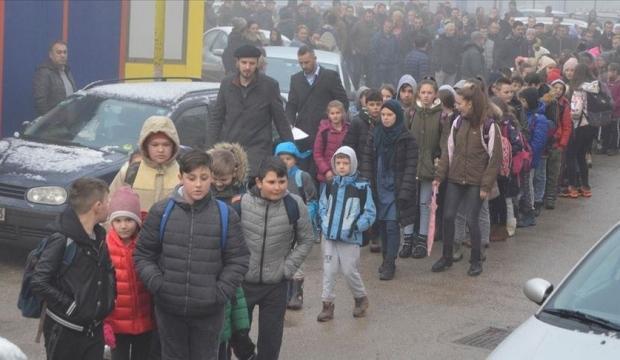 Boşnak veliler, Sırp öğrencilerin Çetnik paylaşımını protesto etti