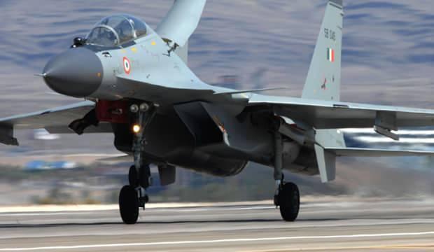 Cezayir'de Su-30 savaş uçağı düştü!