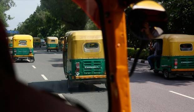 Hindistan'da otobüs ile tuk tuk çarpıştı: 27 ölü