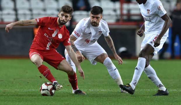 Sivasspor 10 kişiyle beraberliğe razı!
