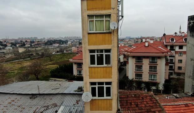 5 katlı bina, görenleri şaşkına çeviriyor