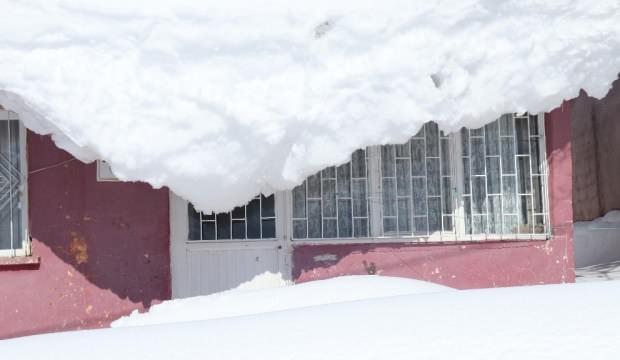 Kar kalınığı 4 metreyi buldu, evler kara gömüldü