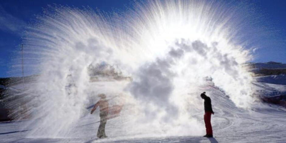 Palandöken'de havaya atılan sıcak su donarak kristalleşti